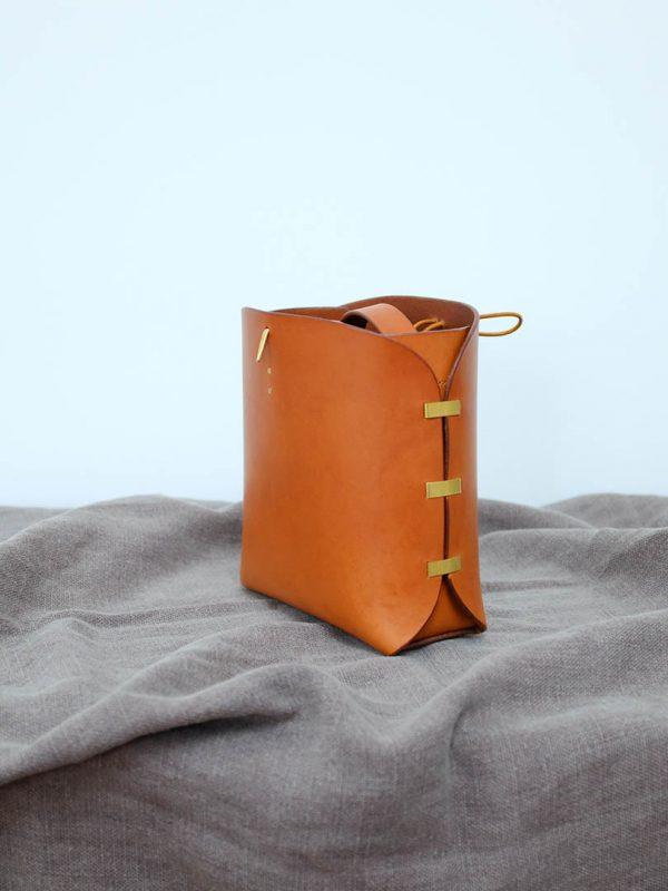 veg tanned shoulder bag